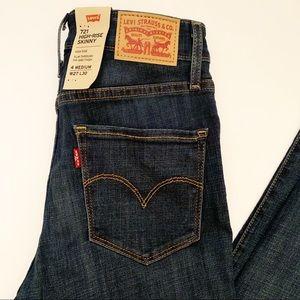 🆕 Levi 721 High Rise Skinny dark wash jeans